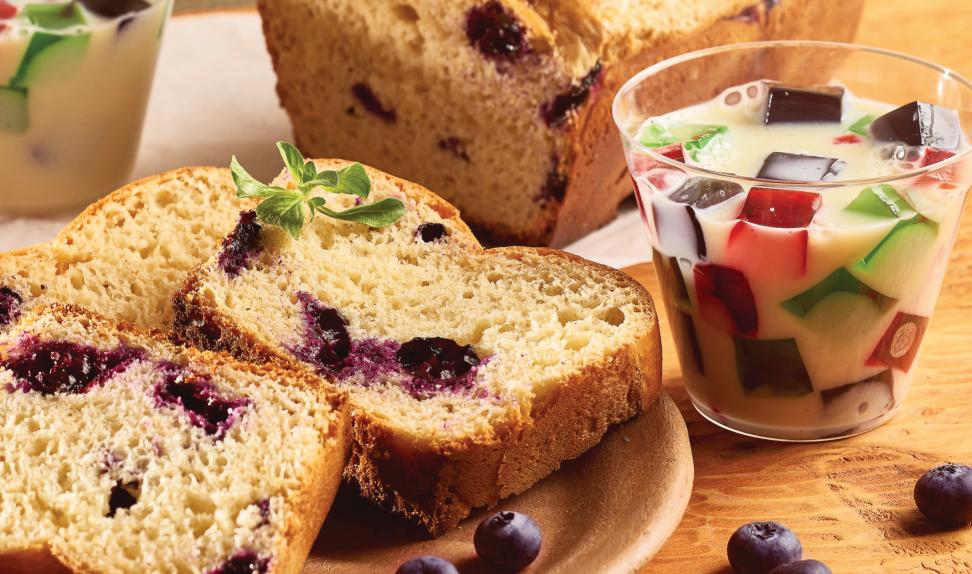 Pan de arándanos y gelatina multicolor