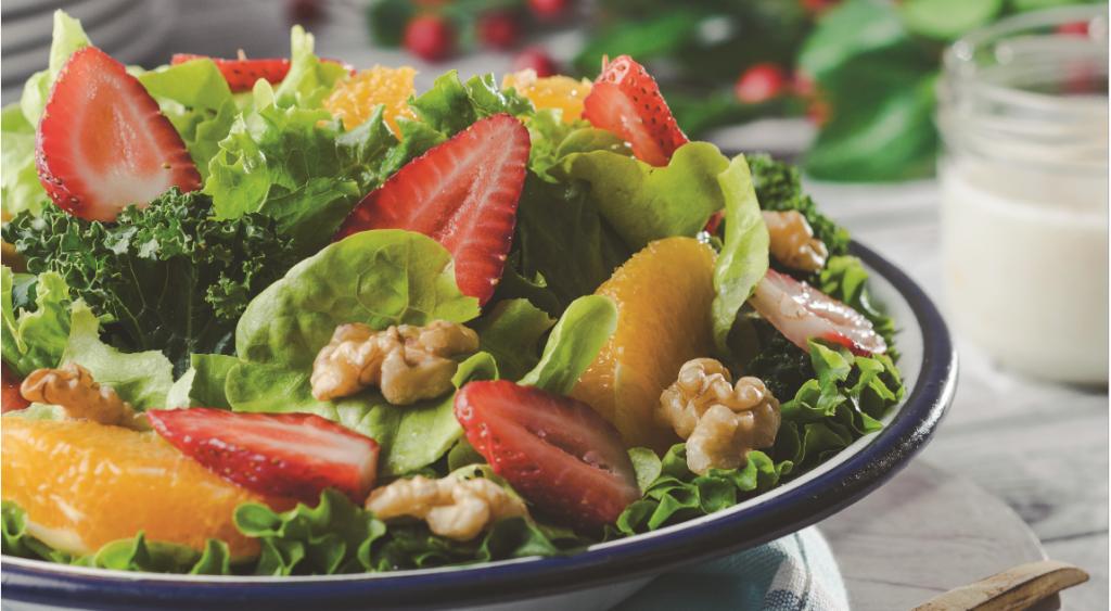Ensalada de espinacas con frutas y nueces