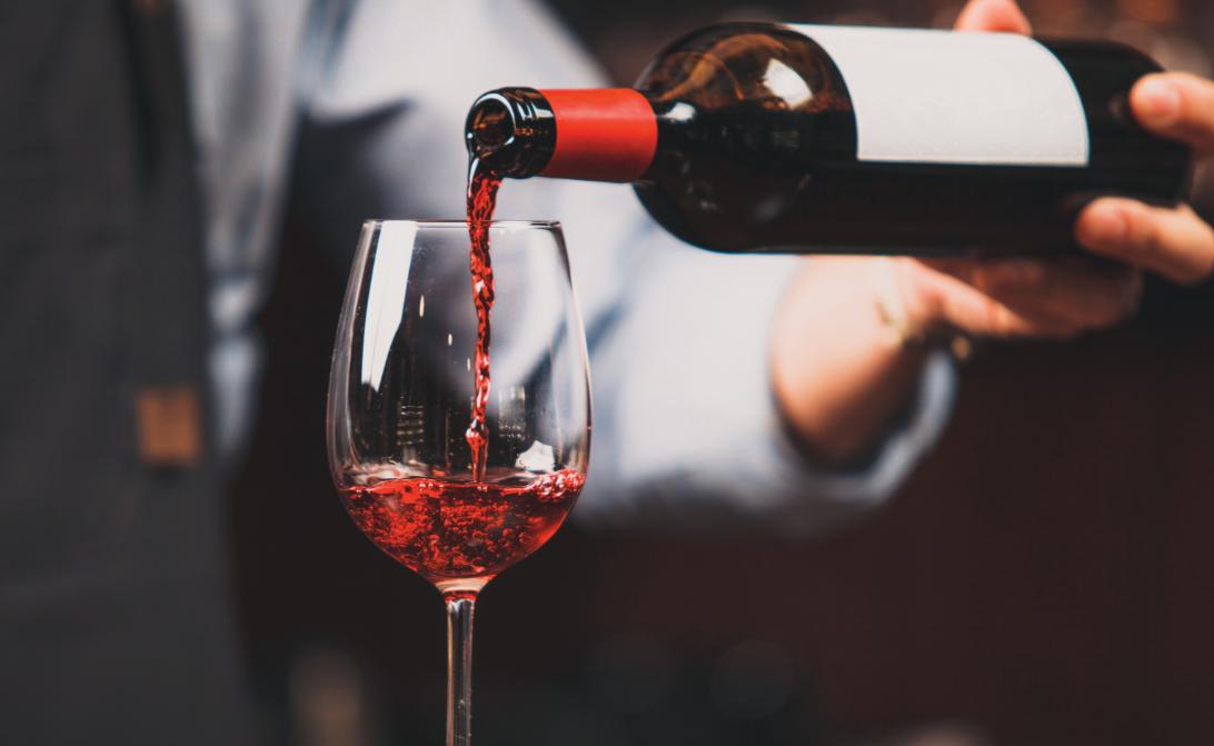 El servicio del vino paso a paso