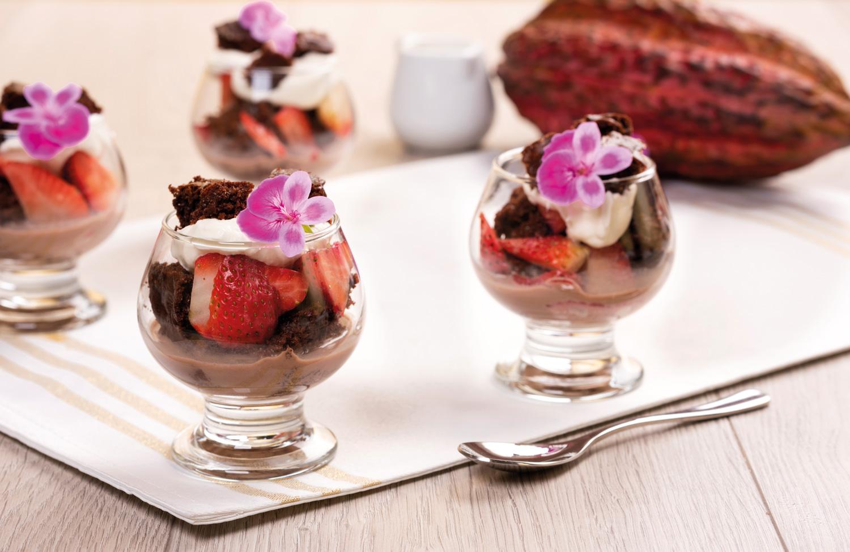TRIFLE DE CHOCOLATE  Y FRUTILLAS