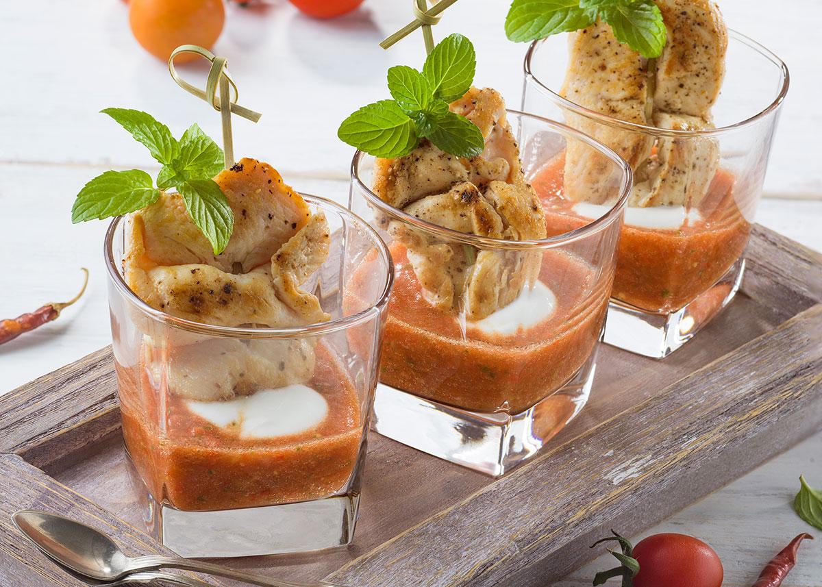 Brochetas de pollo con gazpacho