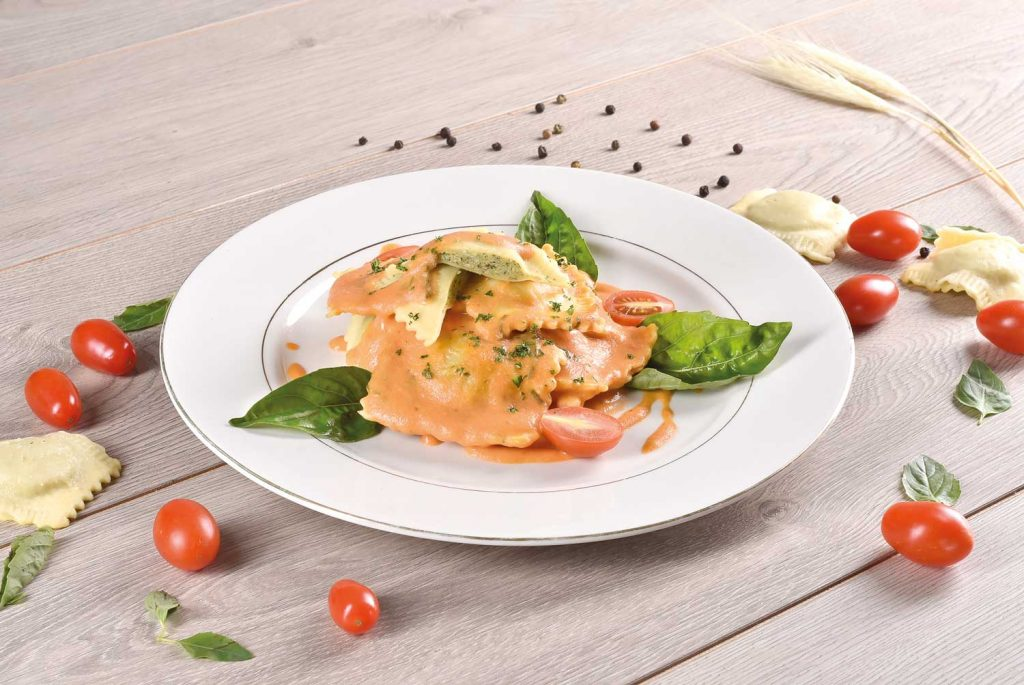 Raviolis-espinaca-y-ricota-en-salsa-caprese