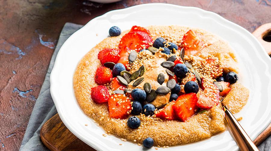 Se puede aprovechar en su forma natural como un cereal de desayuno