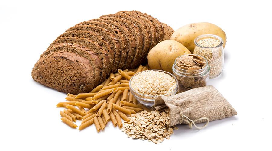 Evite el exceso o la mezcla de carbohidratos, como arroz o papas