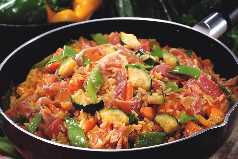 Paella de jamón serrano y verduras